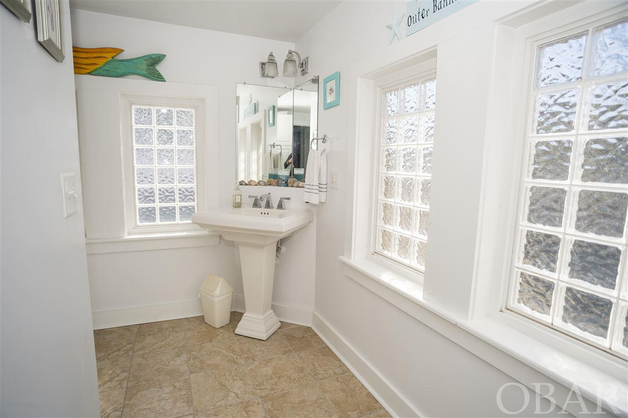 614-croatan-avenue-manteo-nc-27954